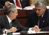 """Raúl Castro: """"La mayor satisfacción es la tranquilidad y serena confianza que sentimos al ir entregando a las nuevas generaciones la responsabilidad de continuar construyendo el socialismo"""""""